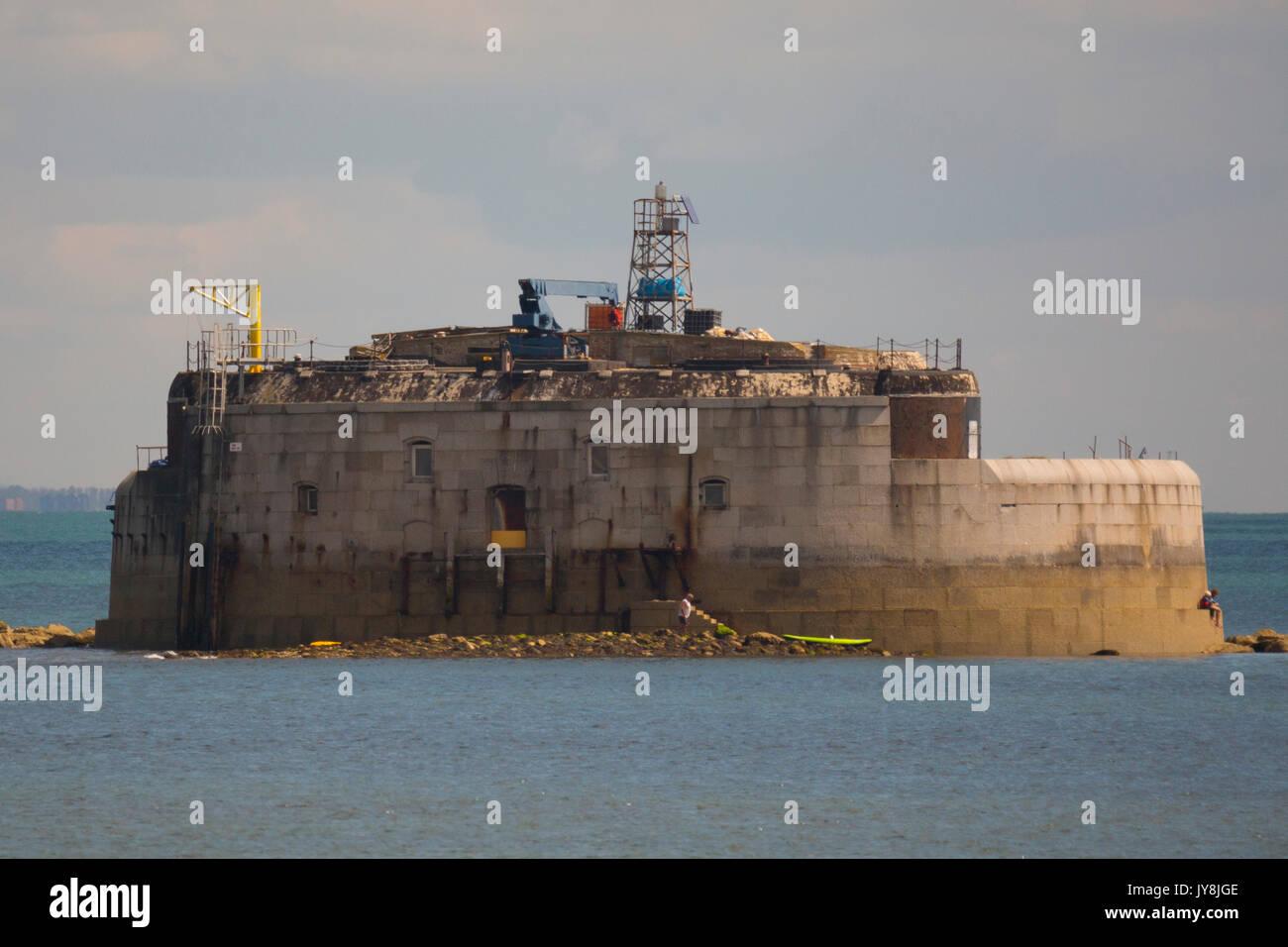 St Helens Fort es un mar de Fort en el Solent cerca de la Isla de Wight, una de las fortalezas de Palmerston cerca de Portsmouth. Fue construido entre 1867 y 1880 como resultado de la Comisión Real para proteger el St Helens Anchorage. Imagen De Stock