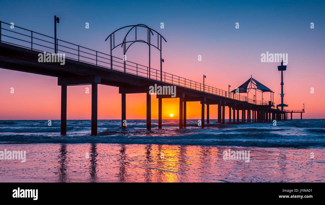 Brighton Beach embarcadero silhoutte al atardecer, South Australia Foto de stock