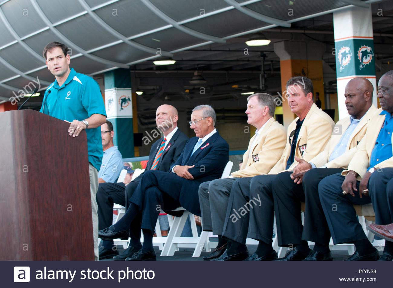 El Senador Marco Rubio, Stephen Ross, Miek Dee, Dan Marino, Larry ...