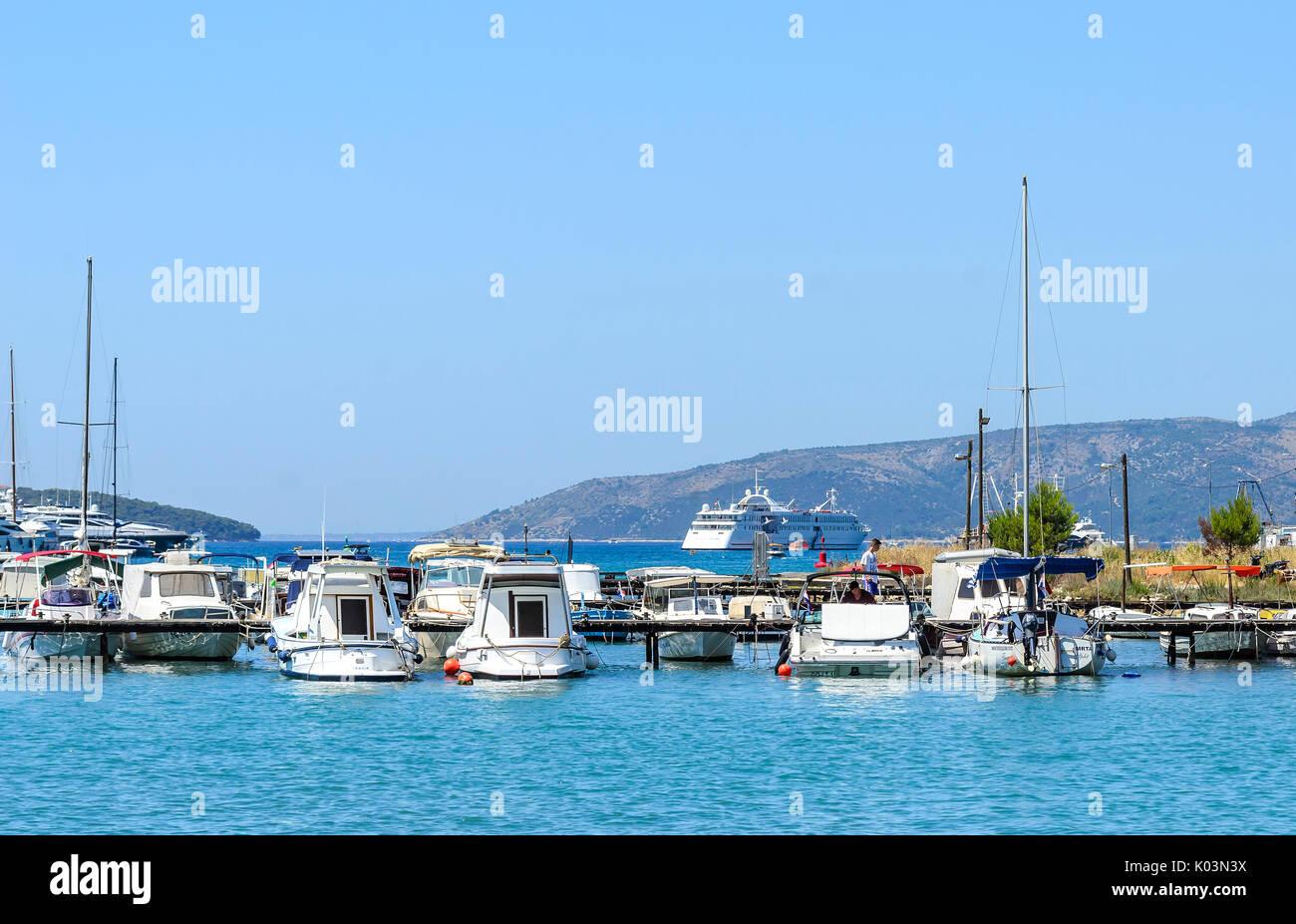 Puerto Marítimo de la ciudad de Trogir, Croacia. Foto de stock