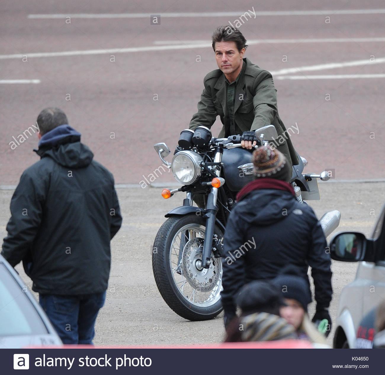 Tom Cruise Tom Cruise Es Visto Filmando En El Mall Montando Una