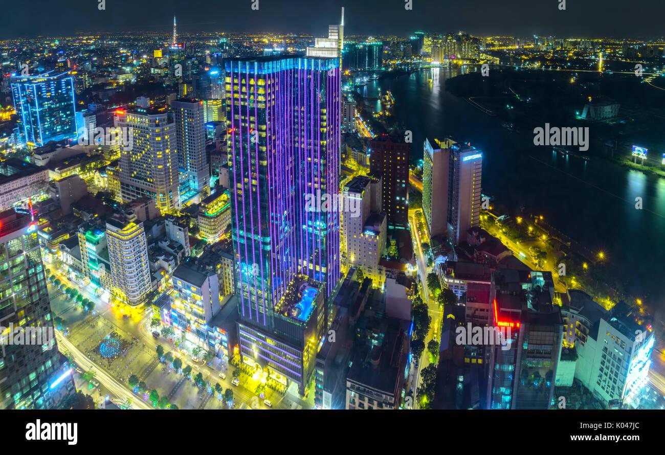 Vista Nocturna De Antena Vibrante Y Colorido Paisaje Urbano Del
