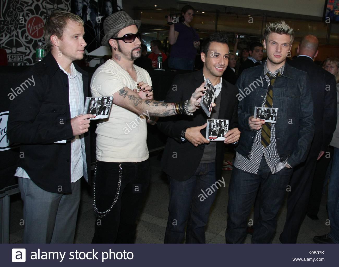 Brian Littrell, A.J McLean, Howie Dorough y Nick Carter antes de Backstreet  Boys' la firma para su nuevo CD, 'Unbreakable', en el Virgin Megastore en  ...