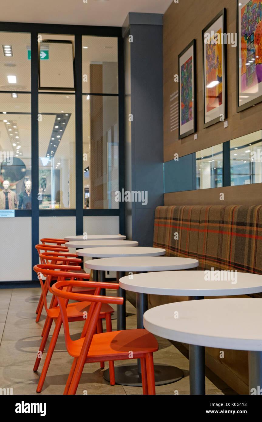 Café restaurante Simons de ropa y decoración para el hogar tienda en el Royal Park shopping center, al oeste de Vancouver, BC, Canadá Imagen De Stock