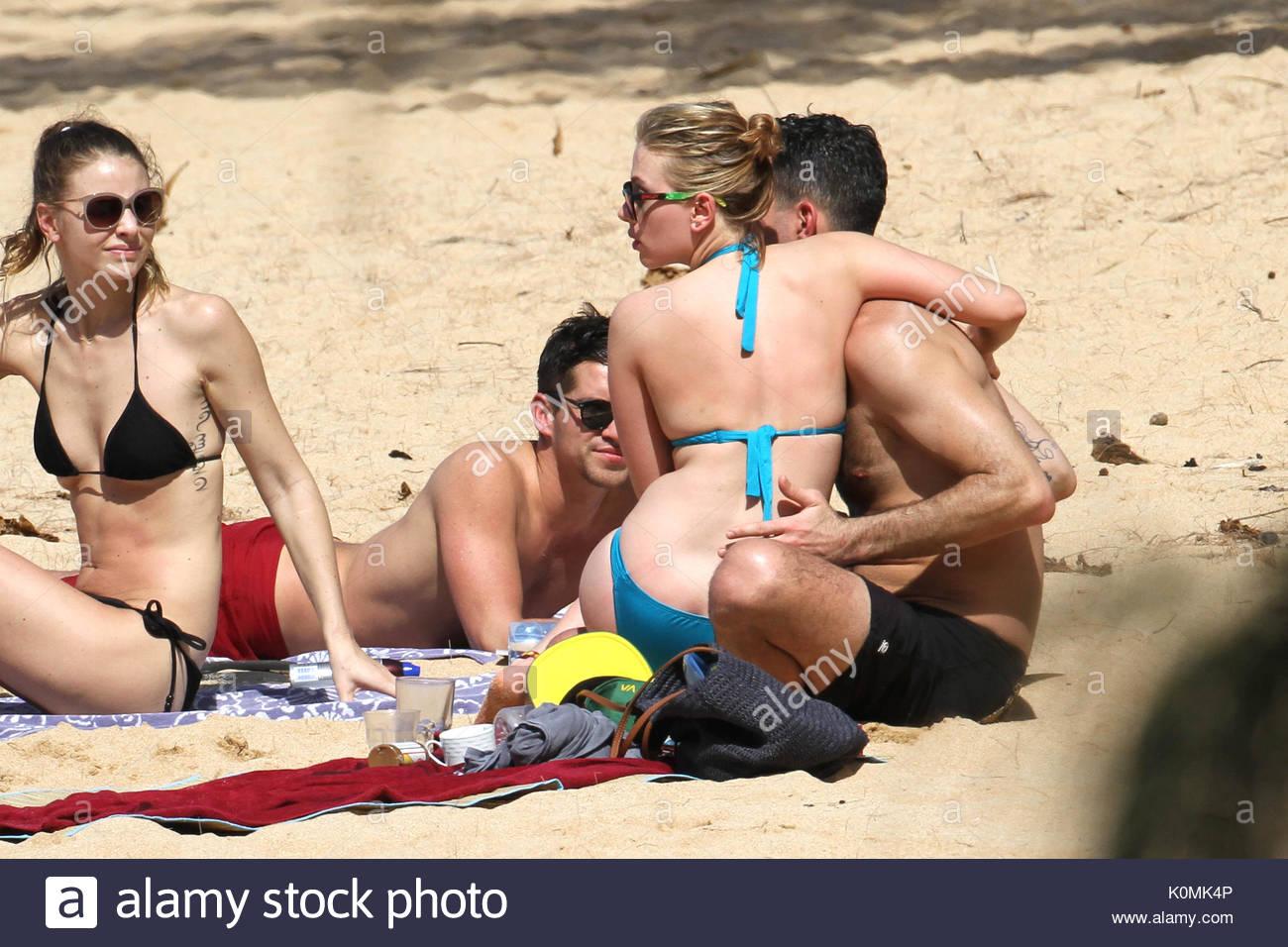 Scarlett johansson bikini pics