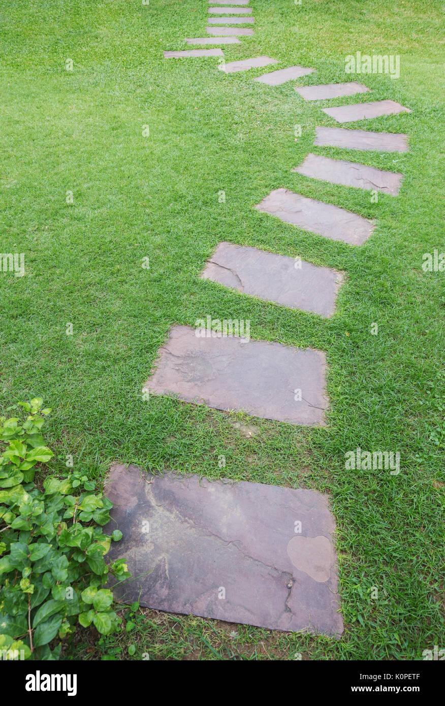 Jardines con cesped y piedras lmpara de decoracin csped Cesped con piedras