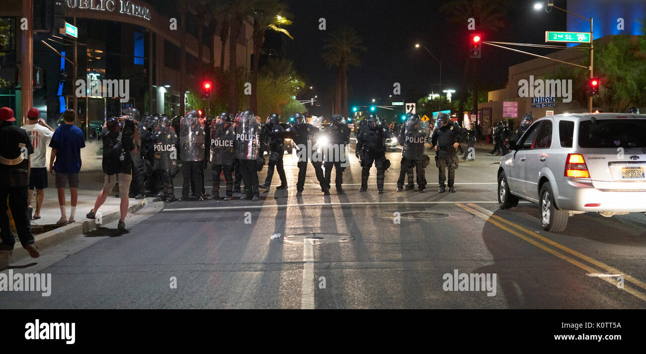 Trump Rally en Phoenix, Arizona, los manifestantes y simpatizantes Foto de stock