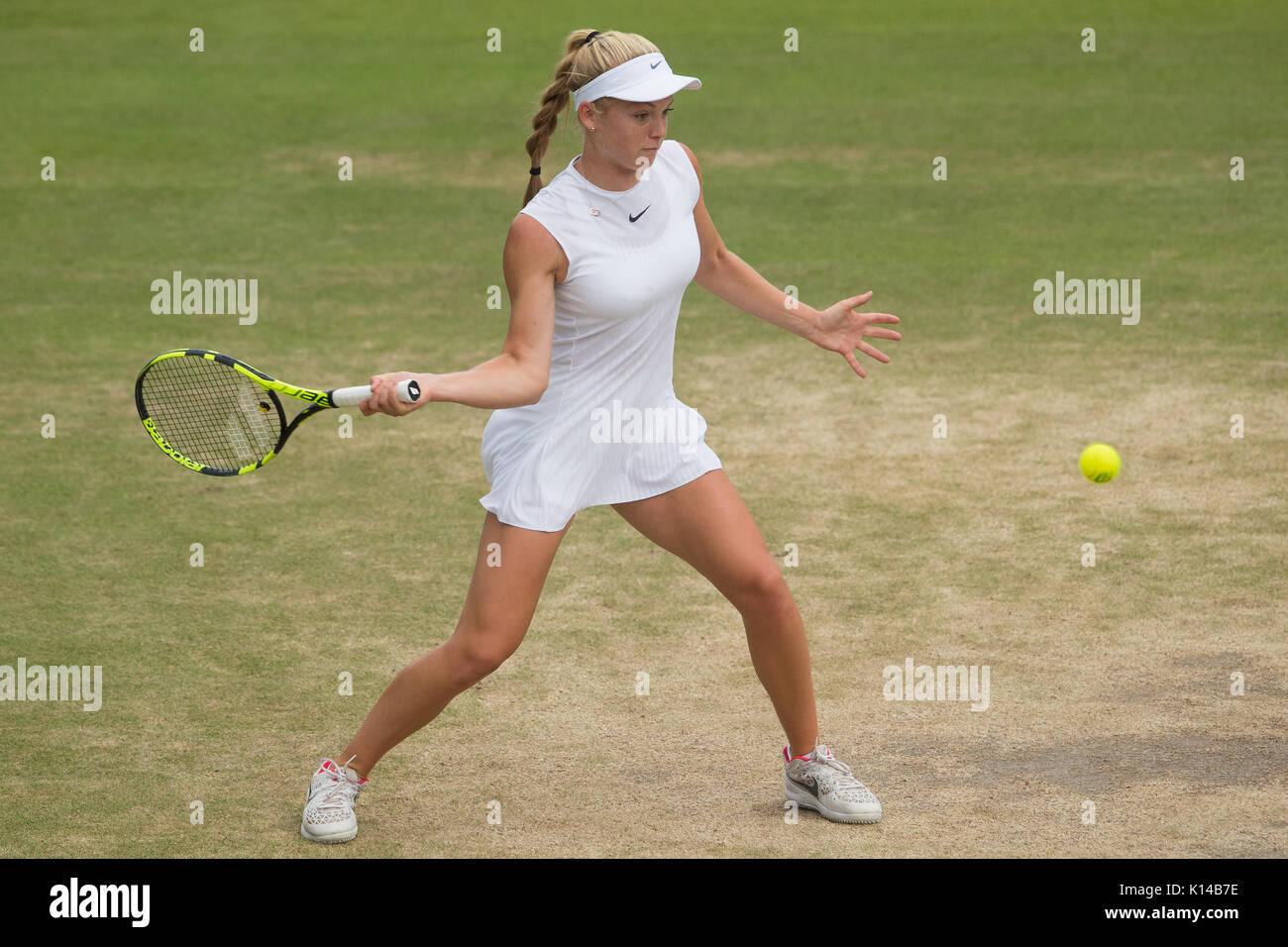 Katie Swan de GB en el Girl's singles - campeonatos de Wimbledon 2017 Foto de stock