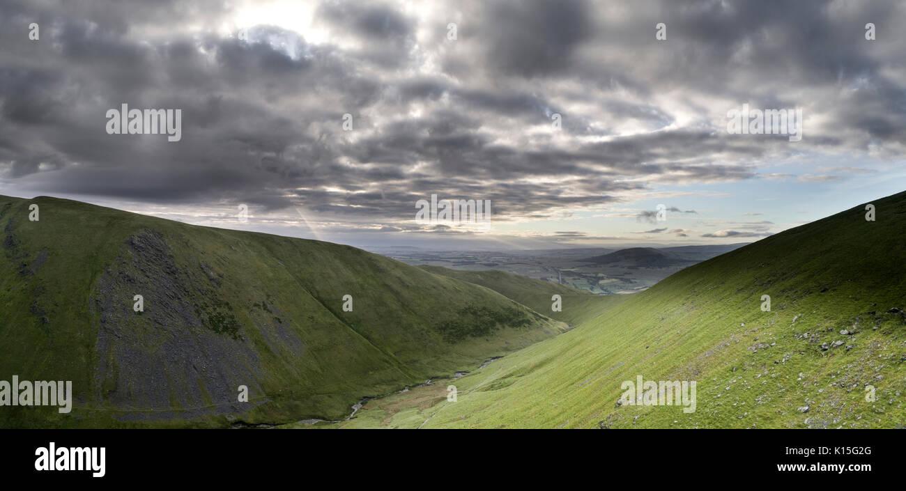 Mañana vistas mirando hacia el sur desde un avión no tripulado sobre Blencathra Foto de stock