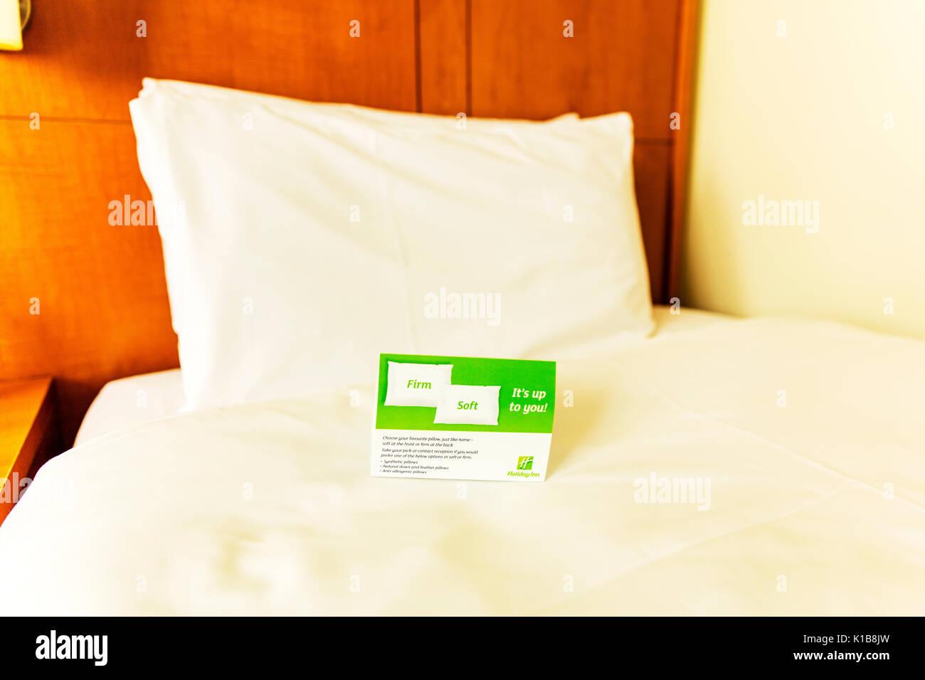 Holiday Inn almohada opciones, opciones de almohadas, Holiday Inn comfort, elija una almohada, elija almohadas, confort, comodidades hogareñas, almohadas, ropa de cama suave, firme, Imagen De Stock