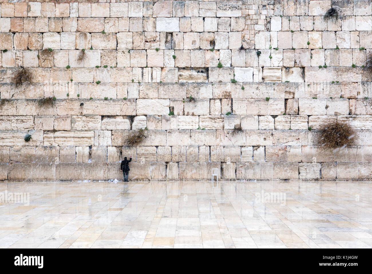 El muro de las Lamentaciones de Jerusalén, vacías de gente durante la nieve Imagen De Stock