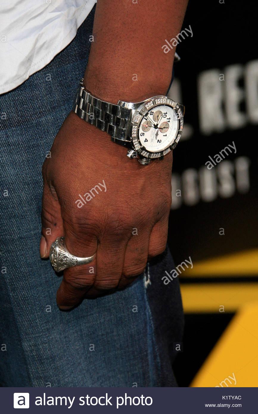 6213c7ff117 Michael Jai White s Breitling watch. Famosos en el estreno de  Total Recall   en Hollywood.