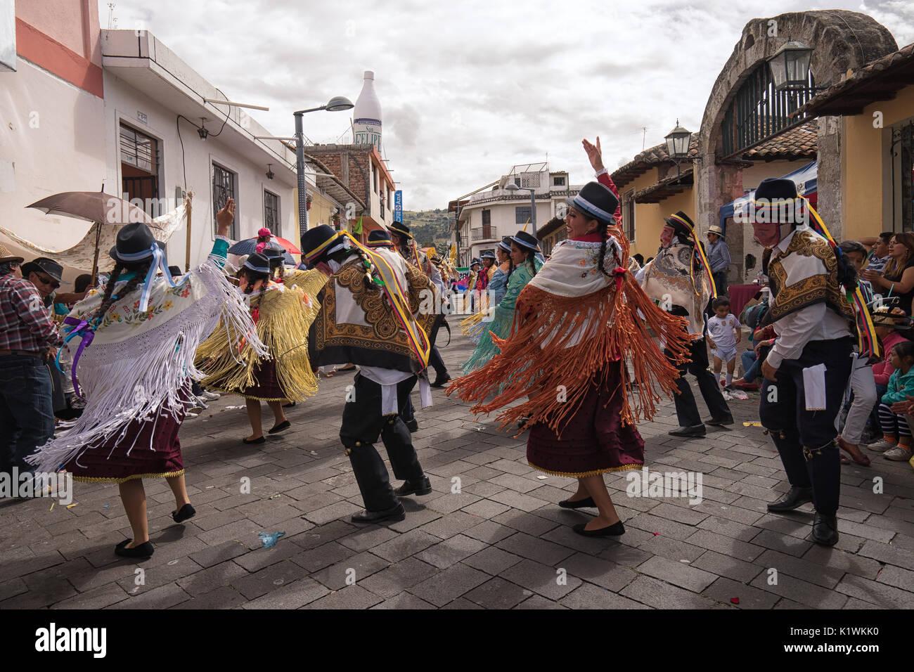 El 17 de junio de 2017, Ecuador: Pujili bailarines tradicionales actuando en el desfile del Corpus Christi Imagen De Stock
