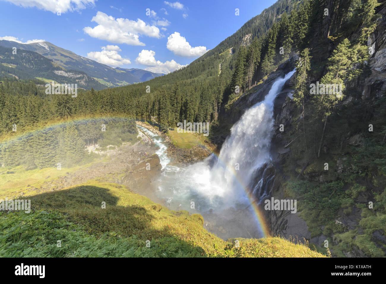 Europa, Austria, Salzburgo Tierra, Krimml, Parque Nacional Hohe Tauern, arco iris sobre las Cascadas Krimml Foto de stock