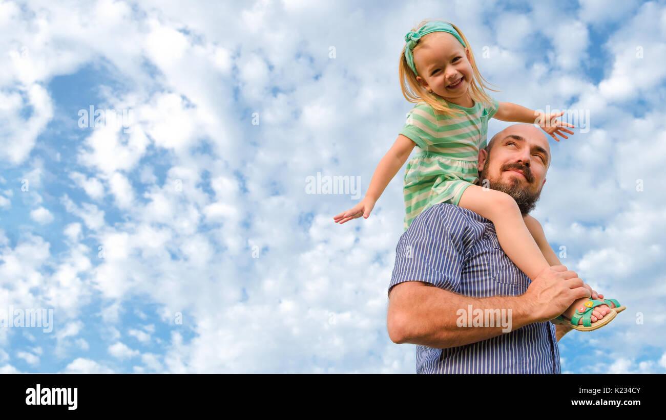 Adorable padre hija retrato, familia feliz día del padre, concepto Imagen De Stock