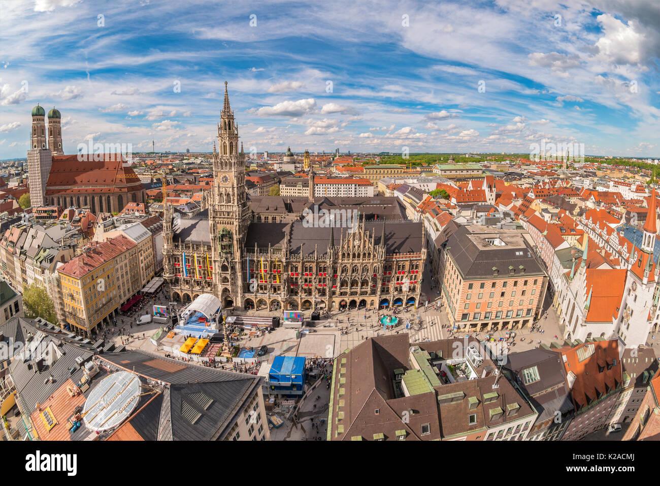El horizonte de la ciudad de Munich en Marienplatz new town hall, Munich, Alemania Imagen De Stock