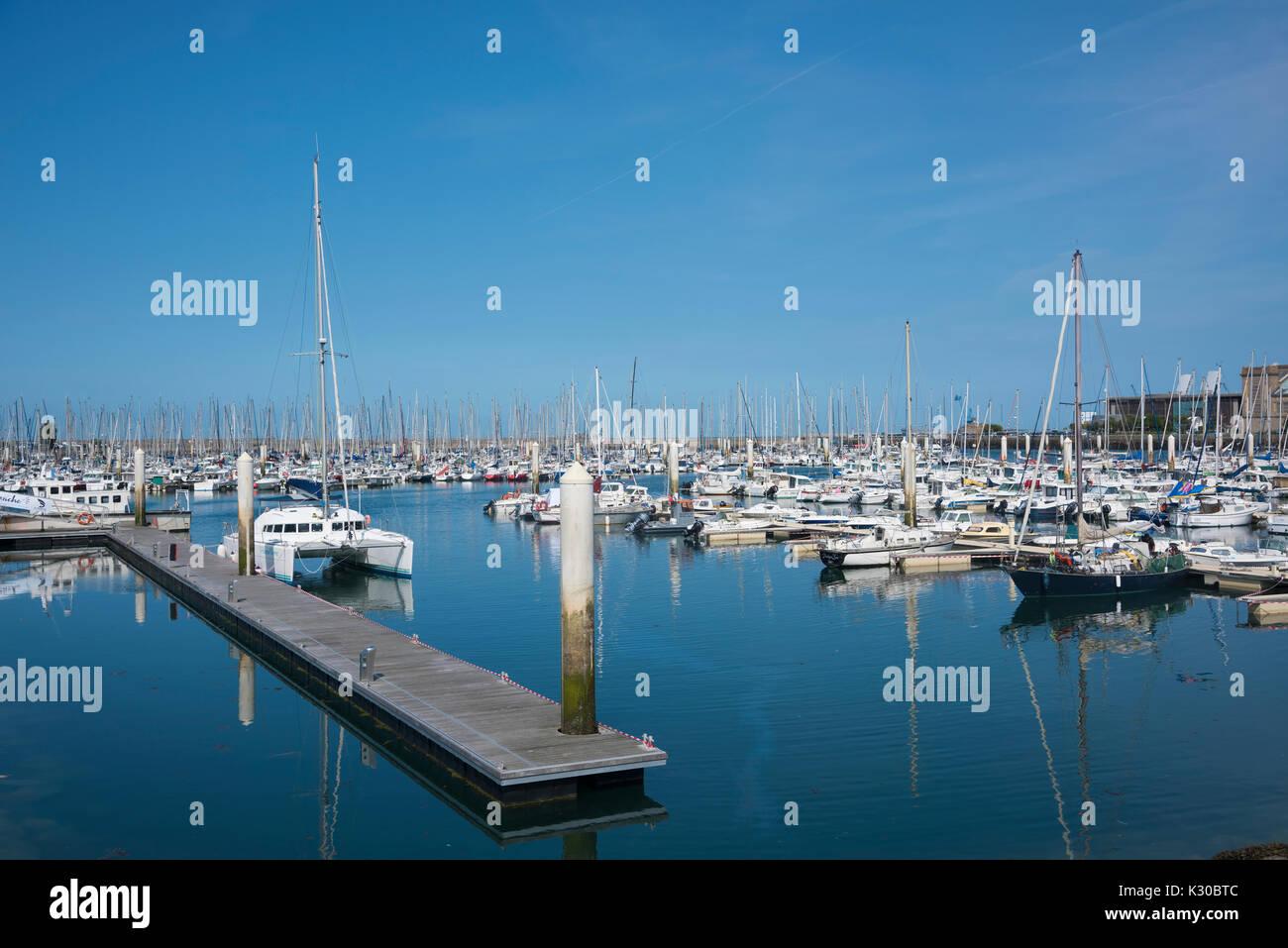 Los barcos de la marina, en Cherbourg, Francia Foto de stock