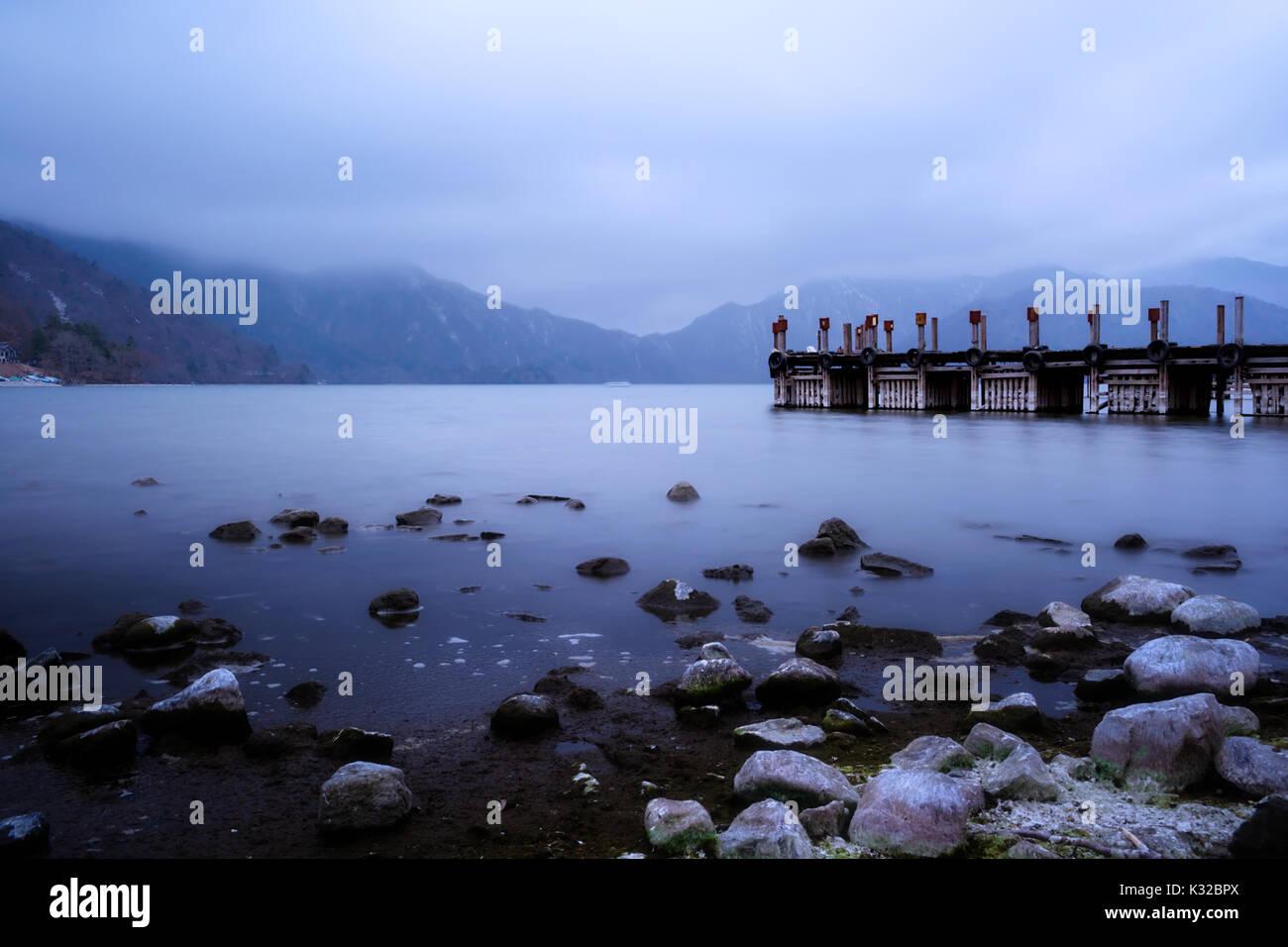 El lago Chuzenji, en Nikko, Japón Foto de stock
