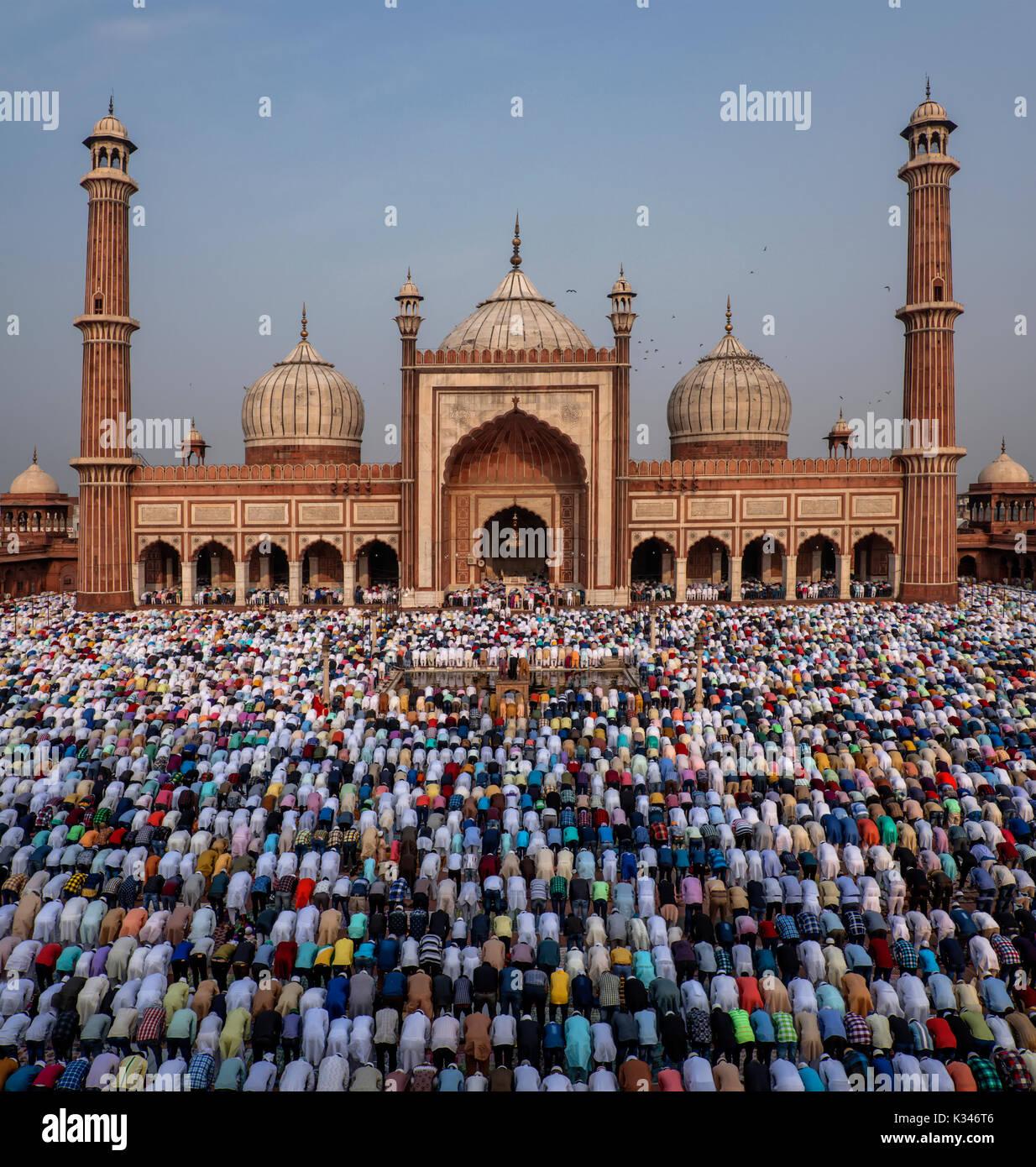 EID Mubarak, mañana la oración de Eid en Jama Masjid, Delhi, India Foto de stock