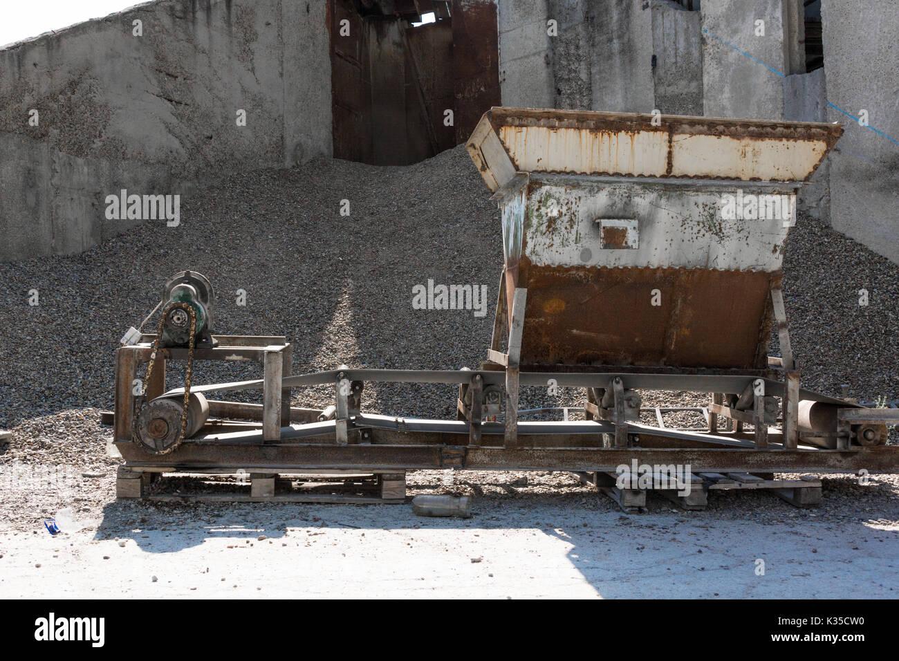 Agregado de tamizar y envasado en una planta de fabricación de hormigón Imagen De Stock