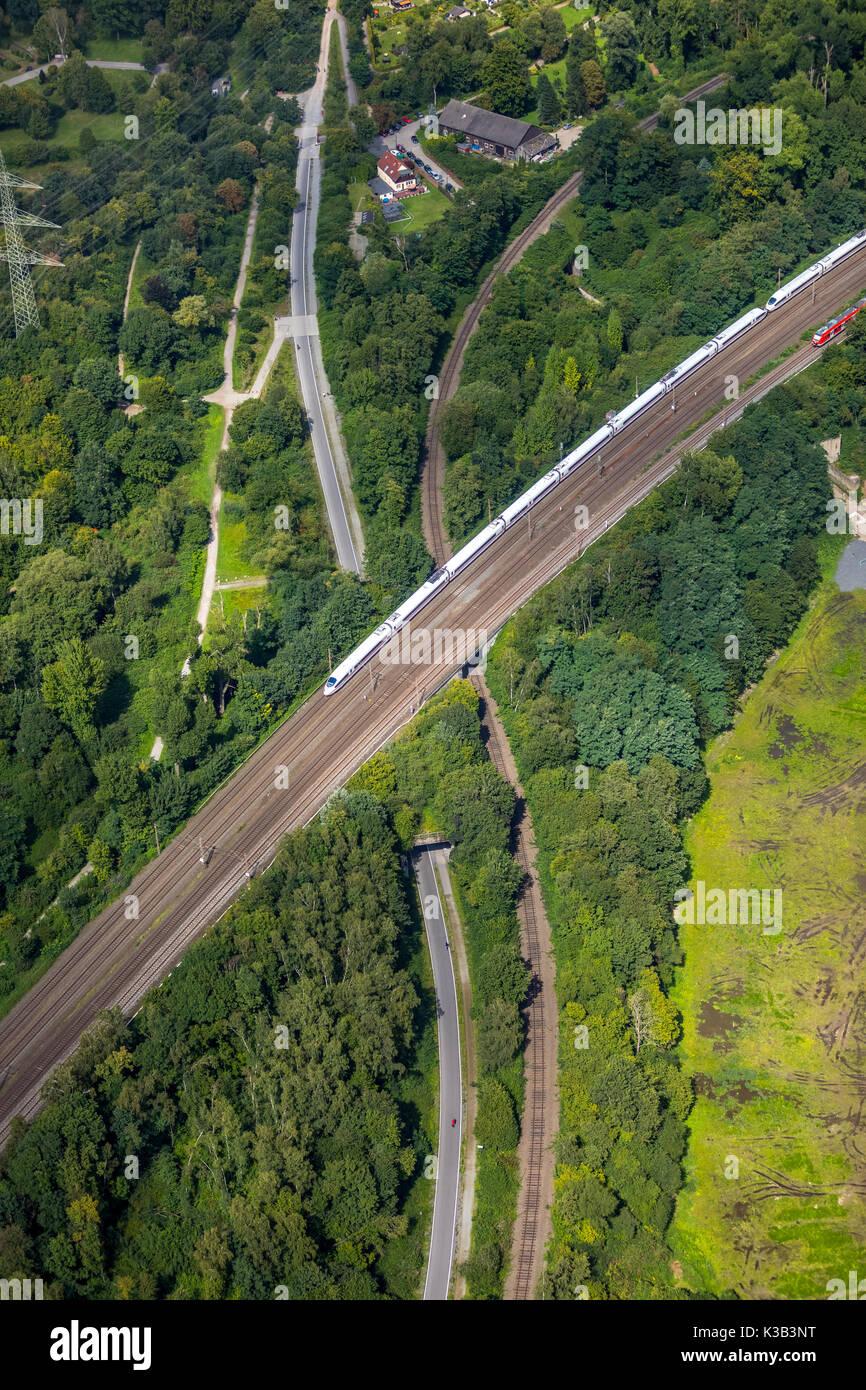 Zwischen Ruhrradschnellweg und Essen Mülheim, Gleisdreieck, Kamptal, Eisenbahnstrecke Radschnellweg Schönebeck, Böhmerstraße, hielo, Essen, Ruhrgebiet, Imagen De Stock