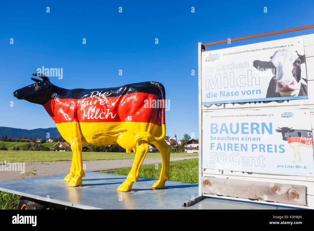 Alemania, Baviera, Farmer's Information Board exigiendo precios justos para la leche Foto de stock