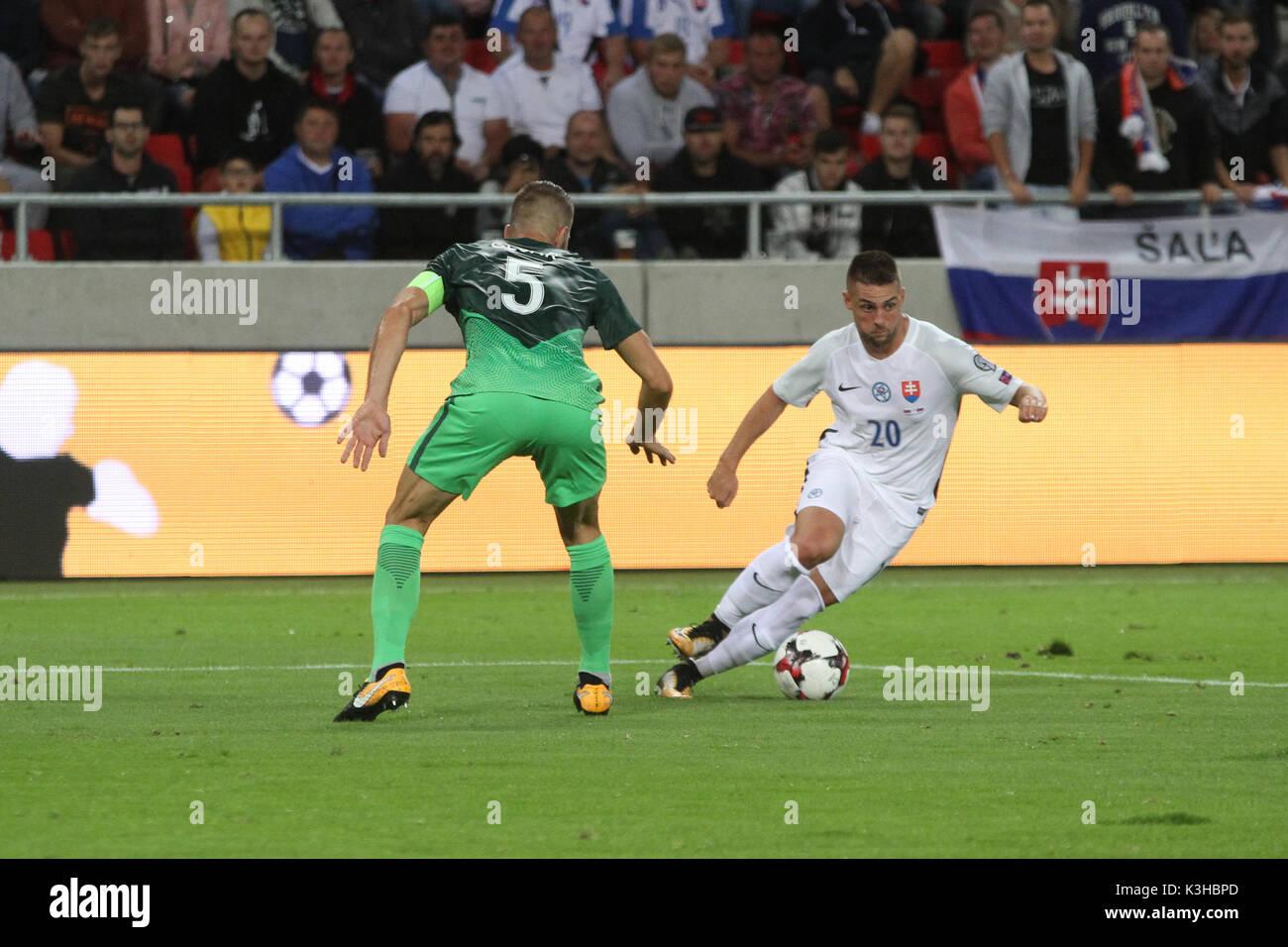 Trnava, Eslovaquia, 1. De septiembre de 2017. Robert Mak (derecha) en acción durante el 2018 FIFA World Cup match calificación entre Eslovaquia y Eslovenia 1-0 Imagen De Stock