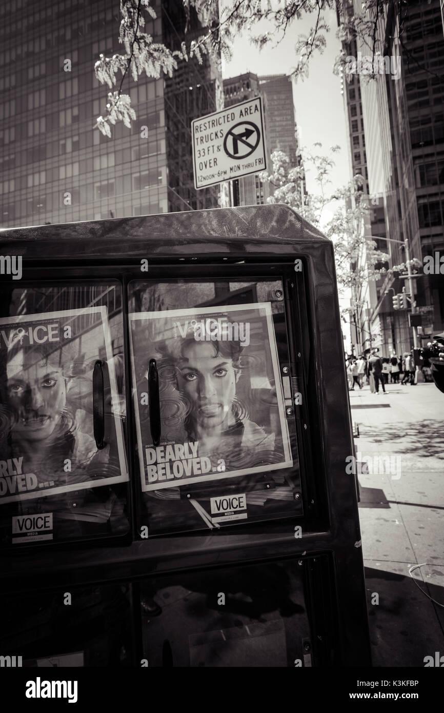 Cuadro de periódicos, amado príncipe, Voz Magazine, Streetview, Manhattan, Nueva York, EE.UU. Imagen De Stock