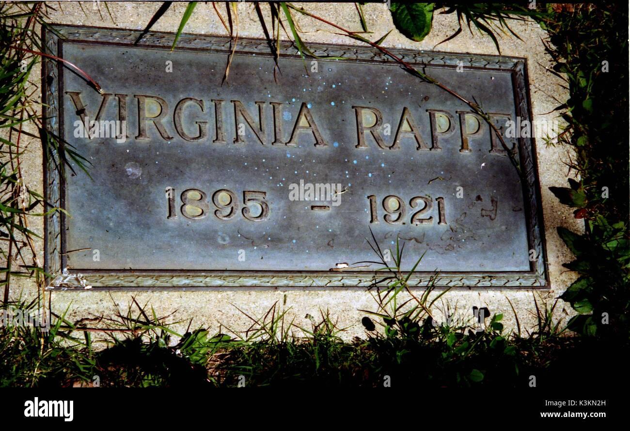 """Tumba de VIRGINIA RAPPE en el cementerio de Hollywood, Los Angeles. Mueren de lesiones aparentemente infligidas durante una fiesta celebrada por el cómico ROSCOE """"fatty"""" ARBUCKLE. Informó de su amante y novia, director de cine Henry """"Pathe"""" LEHRMAN está enterrado en una parcela adyacente Foto de stock"""