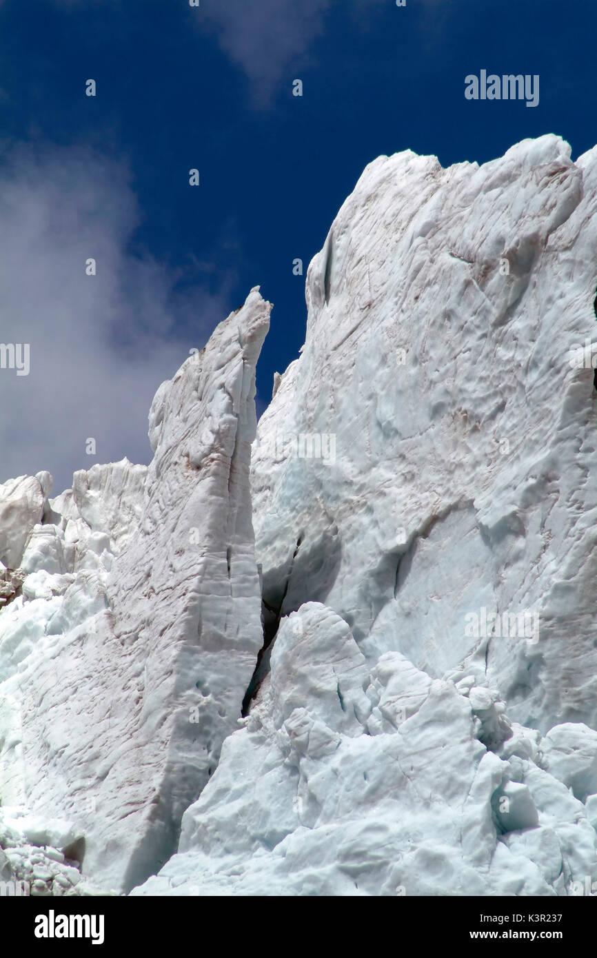 Tambaleándose Fellaria pared de hielo glaciar que también se ve afectada por la fusión global. Valmalenco. Valtellina Lombardía. Italia Europa Imagen De Stock