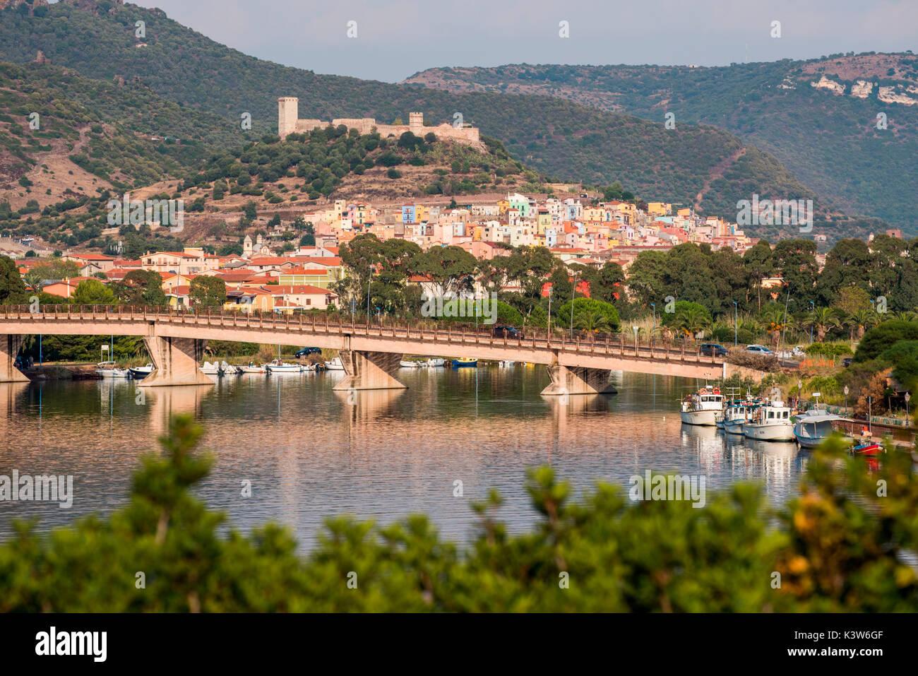 Bosa, provincia de Oristano, Cerdeña, Italia, Europa. Foto de stock