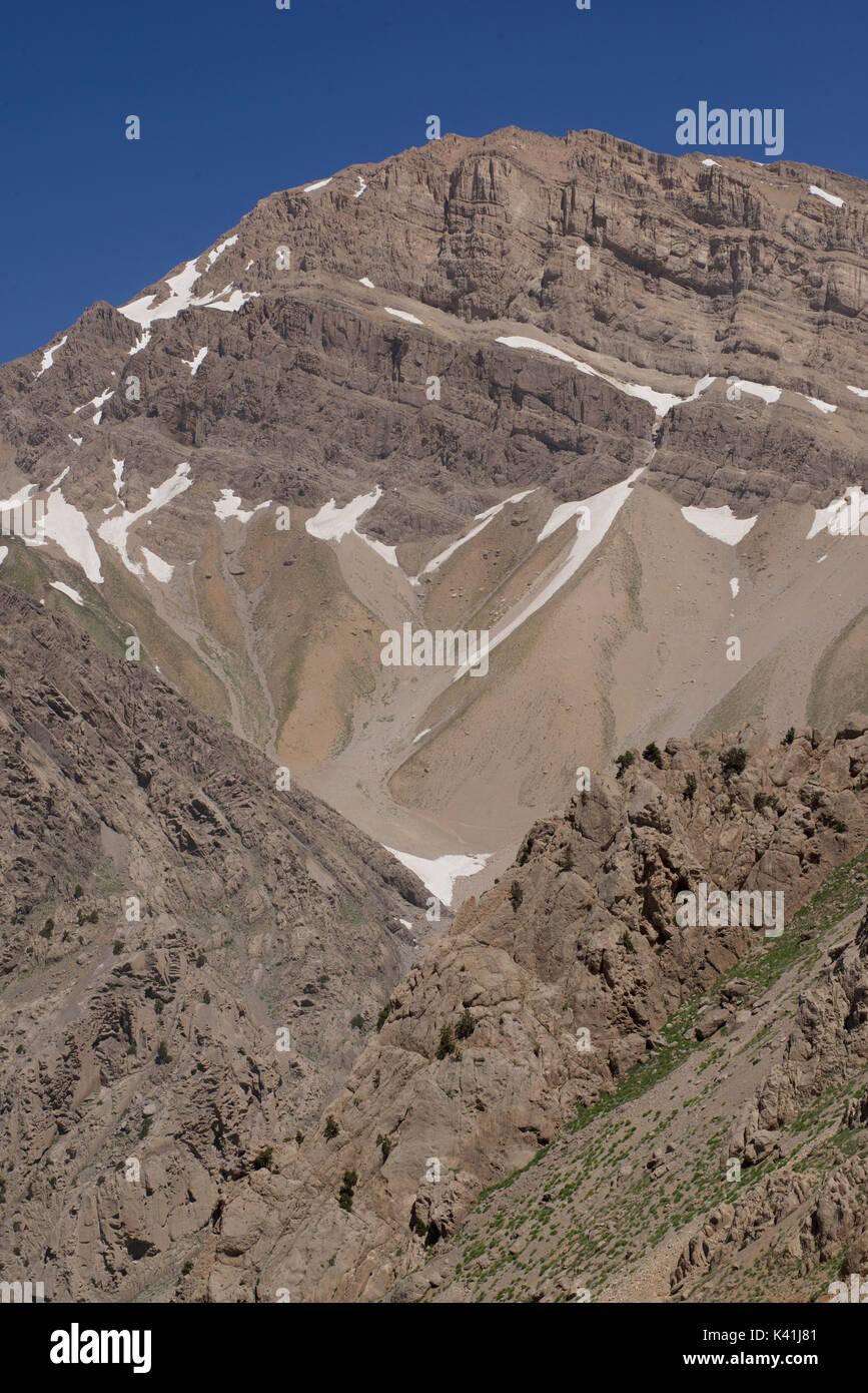 Los montes Zagros, en el centro de Irán. Parte del macizo, cerca de Yasuj Dana Foto de stock