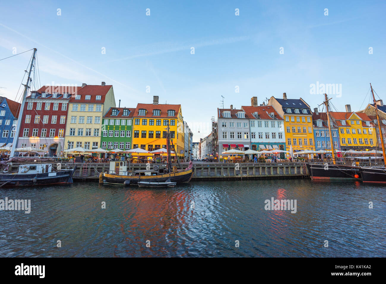 La antigua casa de Nyhavn en Copenhague, Dinamarca. Foto de stock