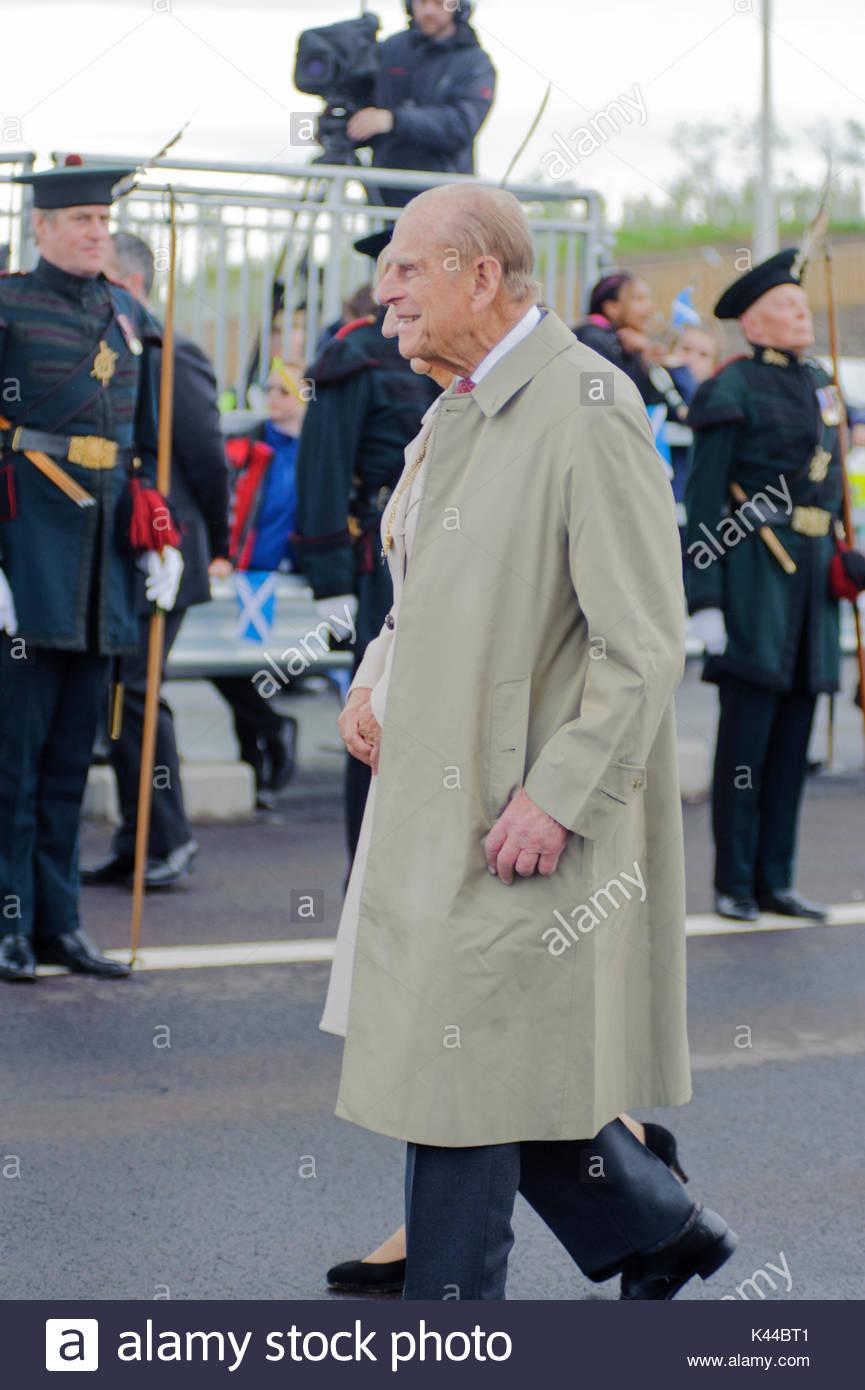 South Queensferry, Reino Unido. El 4 de septiembre, 2017. El príncipe Felipe, Duque de Edimburgo con la Guardia de Honor. La Reina, acompañada por el príncipe Felipe inaugura el nuevo Queensferry cruzar sobre el 53º aniversario del día en que ella abrió el original Puente de Forth Road. Crédito: Roger Gaisford/Alamy Live News. Imagen De Stock