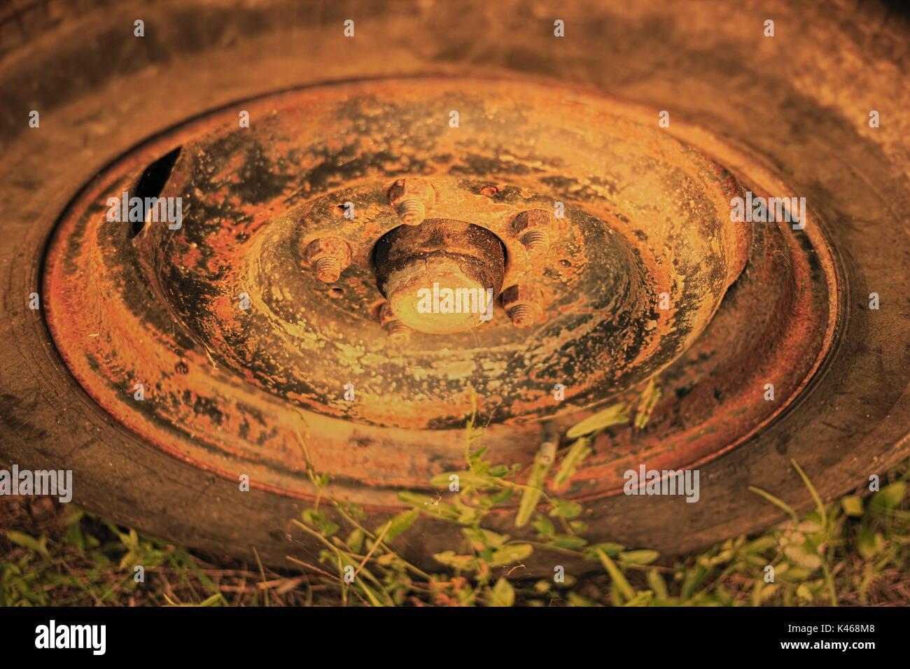 Foto de una llanta oxidada oold Imagen De Stock