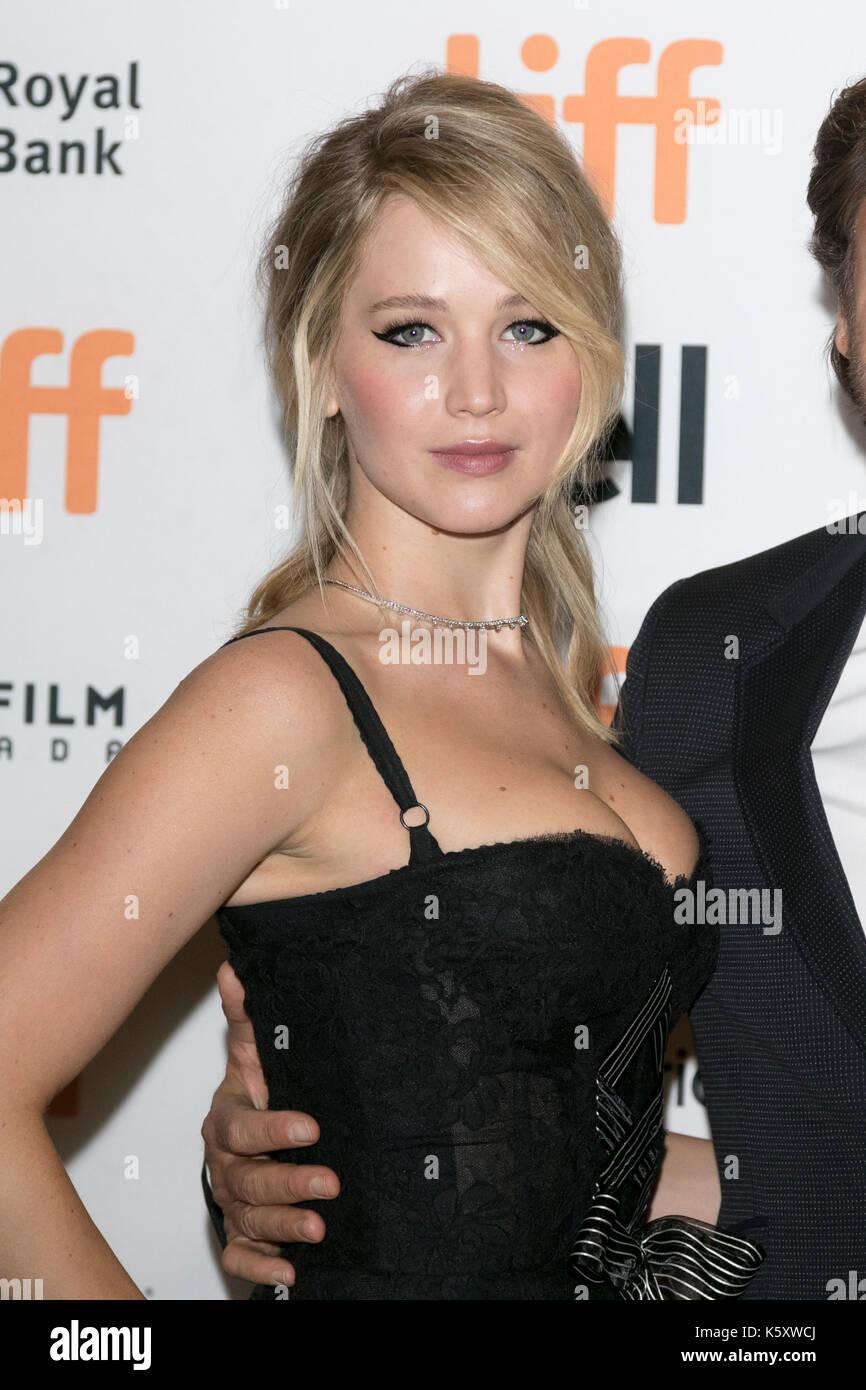 Toronto, Canadá. 10 sep, 2017. Jennifer Lawrence asiste a la premiere de 'madre!' durante la 42ª edición del festival Foto de stock