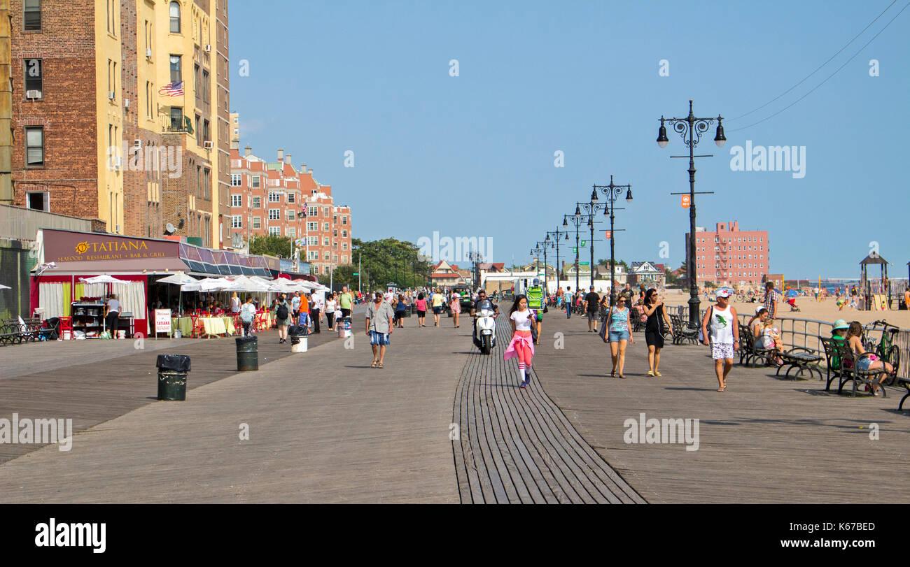 La Brighton Beach, Brooklyn, conocido por los inmigrantes rusos que viven aquí. Foto de stock