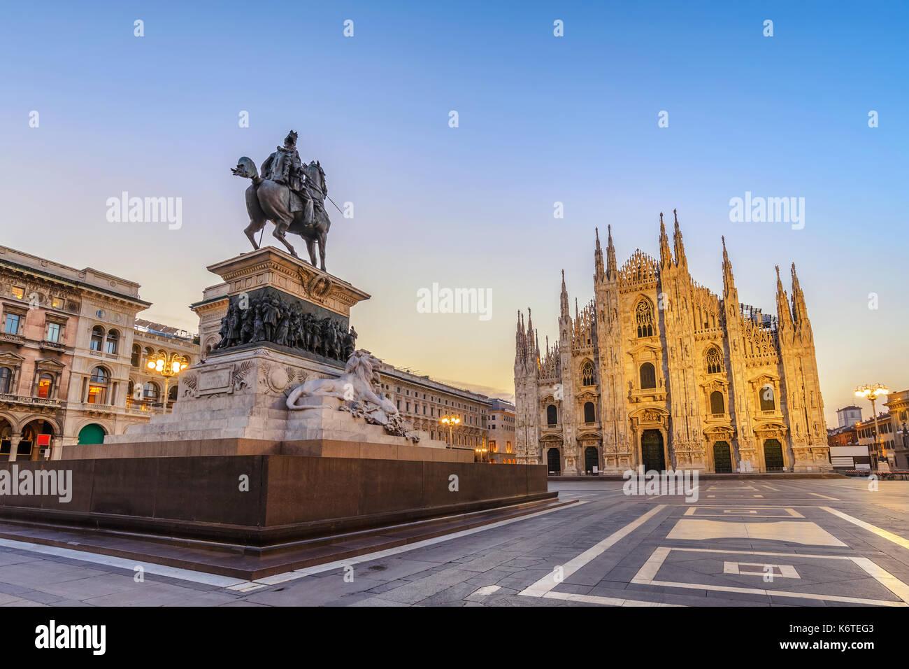 La catedral de Milán (Duomo de Milán) al amanecer, Milán (Milán), Italia Foto de stock