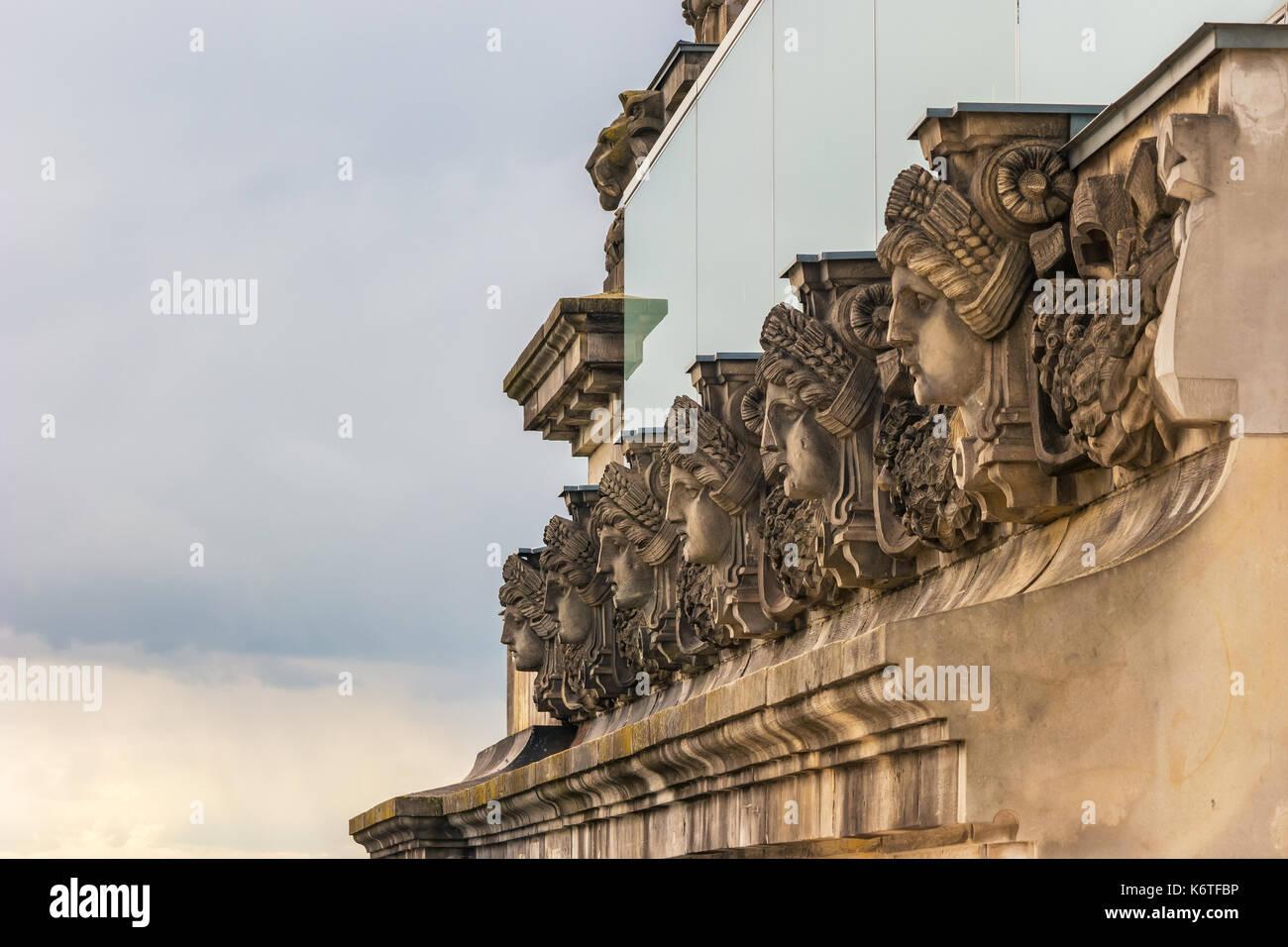 Cara de estatua en el Reichstag de Berlín (Bundestag), Berlín, Alemania Imagen De Stock