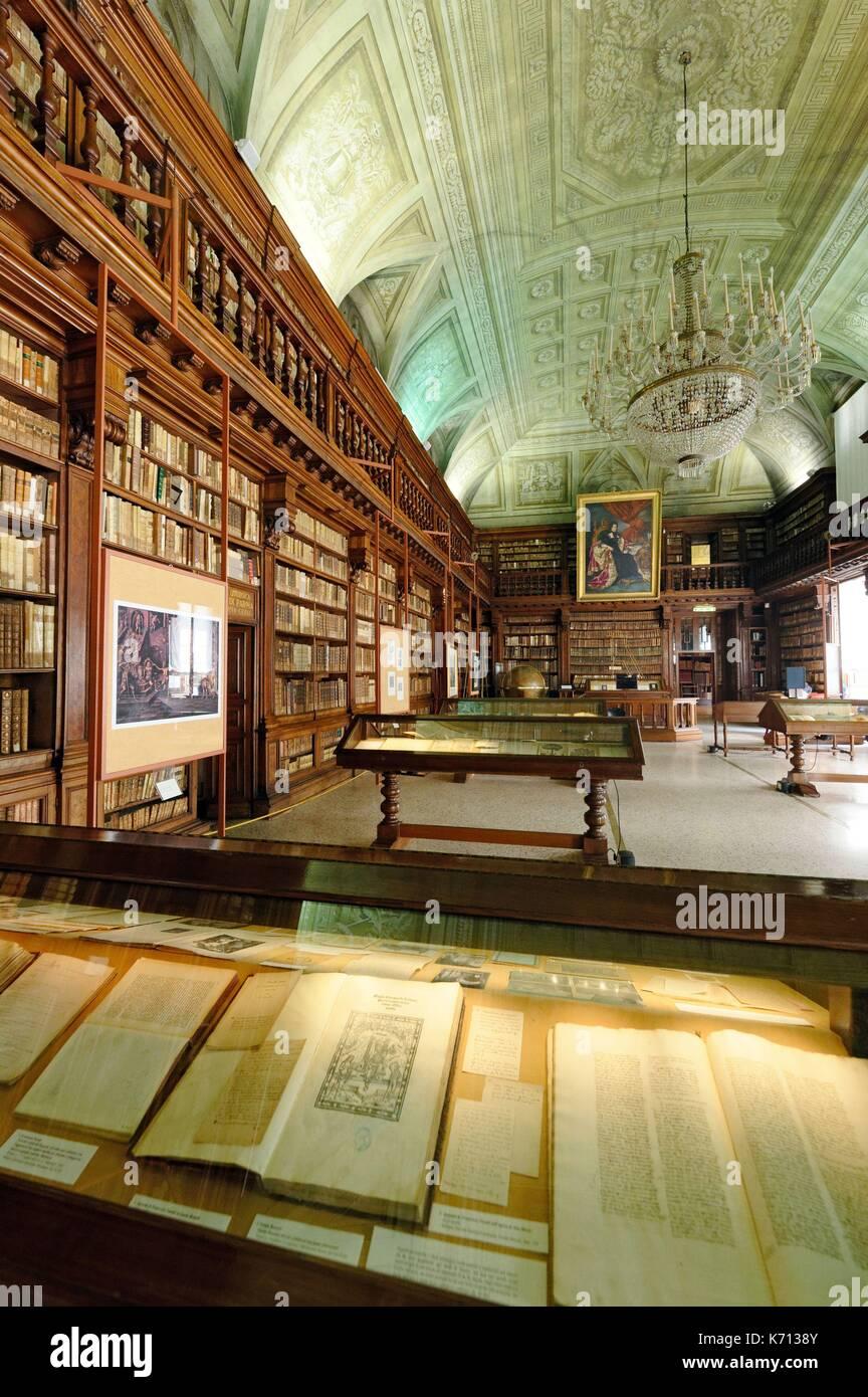 Biblioteca nazionale braidense im genes de stock for Accademia di milano