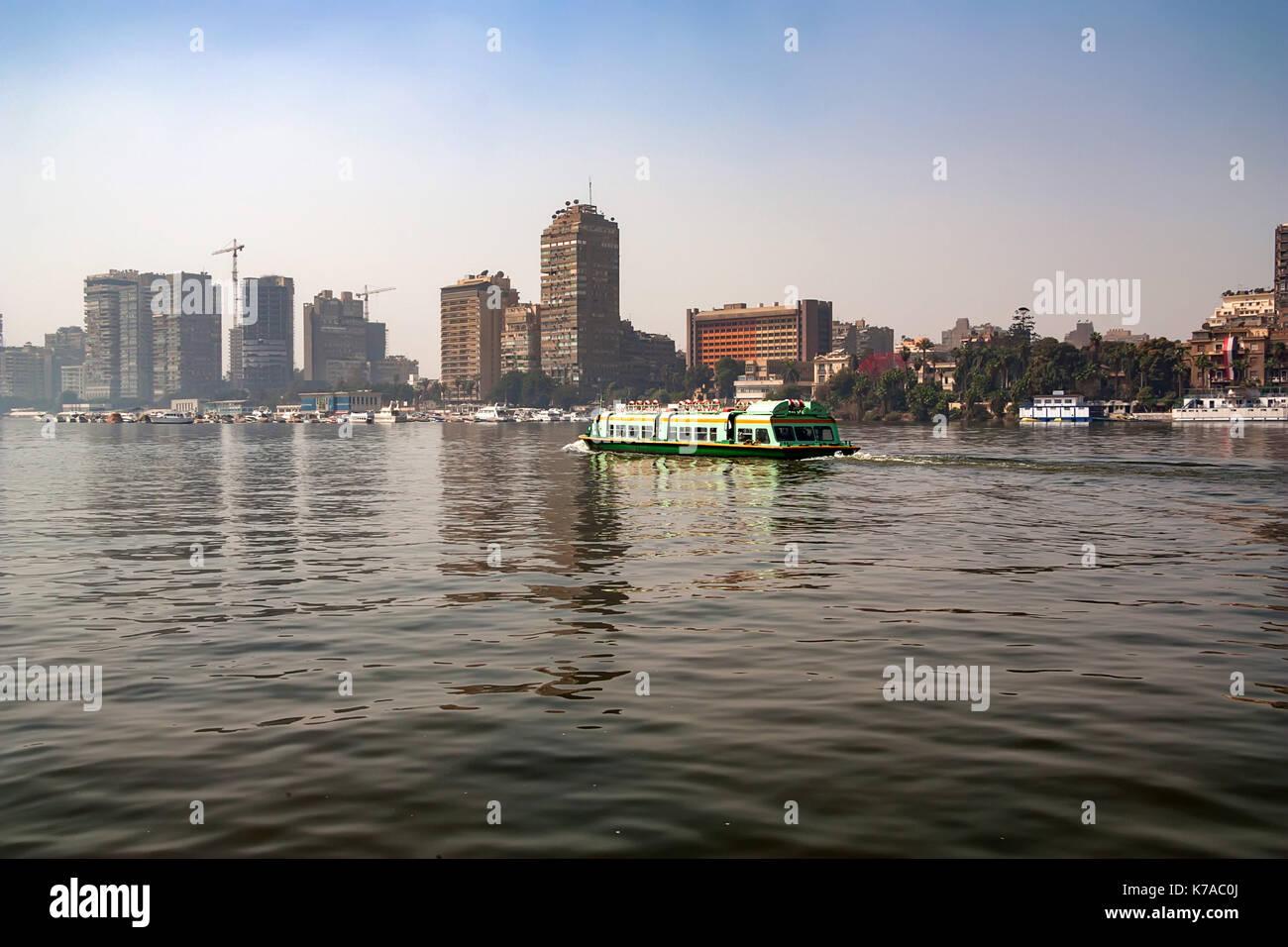 El Cairo, Egipto - marzo de 2010: vista desde el Nilo Imagen De Stock