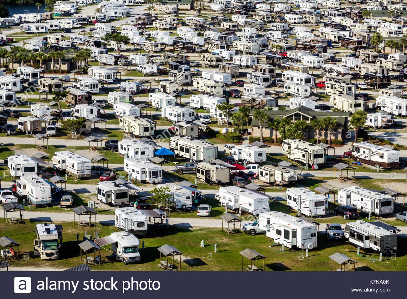 Myrtle Beach South Carolina SC Myrtle Beach Travel Park RV vehículos recreacionales tráiler caravan park camping antena vista de pájaro sobre techo Imagen De Stock