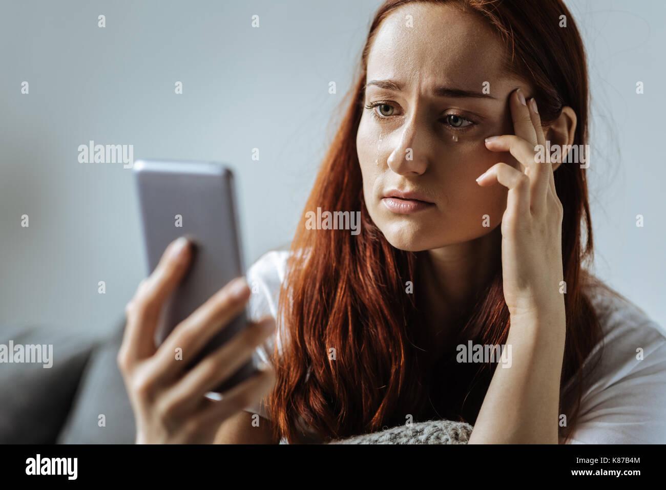 Triste deprimida mujer llorando Imagen De Stock