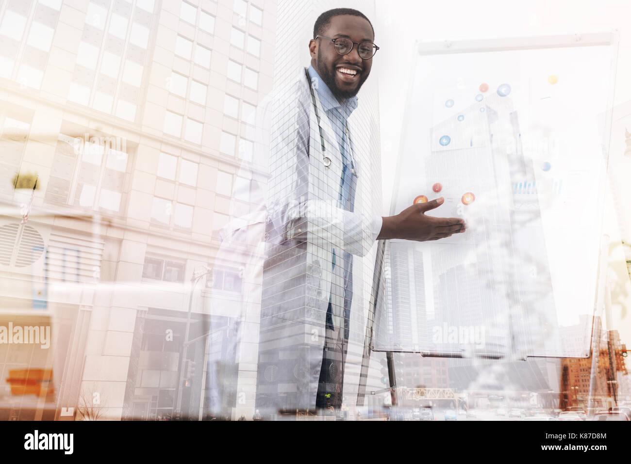 Alegre médico hablar acerca de la biotecnología Imagen De Stock