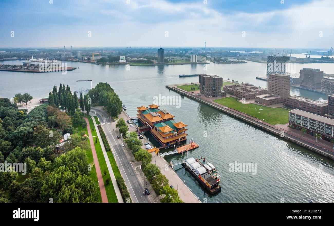 Países Bajos, en el sur de Holanda, Rotterdam, vista aérea de la Nieuwe Maas y Parkhaven con restaurantes Imagen De Stock