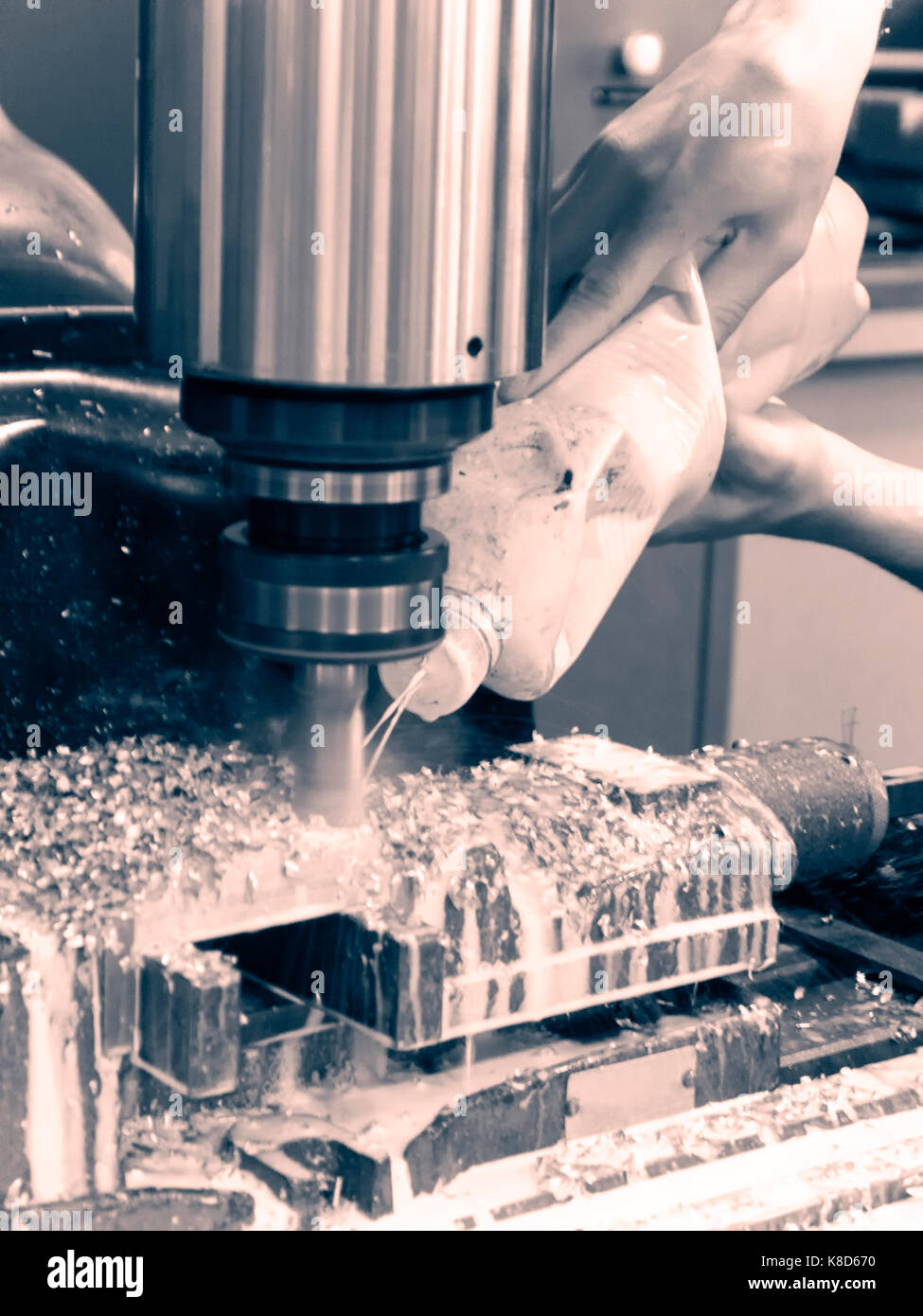 Proceso metalúrgico de molienda. Foto de stock