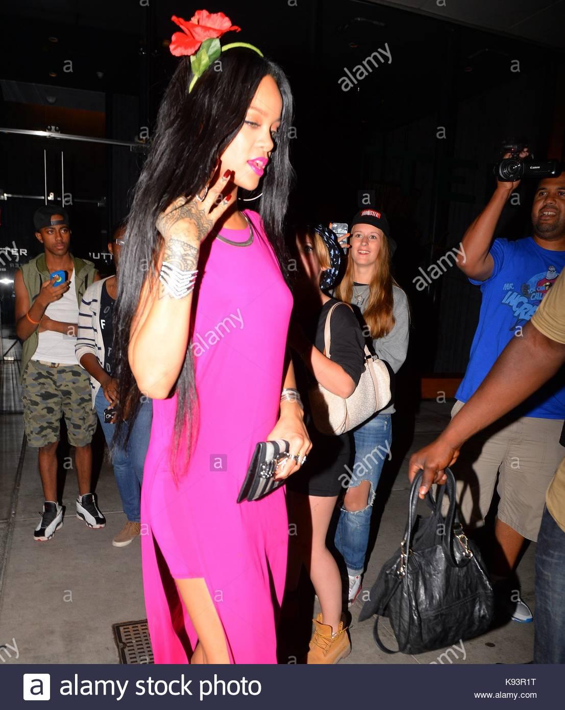 Rihanna. rihanna fue visto dejando \