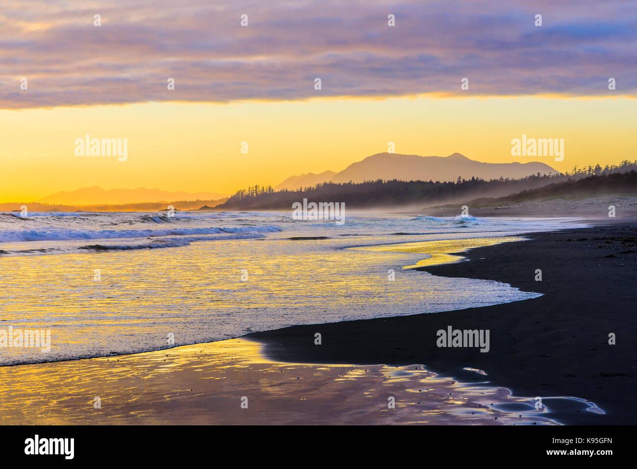 Sunset, Long Beach, Pacific Rim National Park, la isla de Vancouver, British Columbia, Canadá. Foto de stock