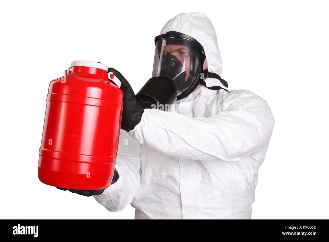 El hombre en traje de materiales peligrosos aislado en blanco Foto de stock