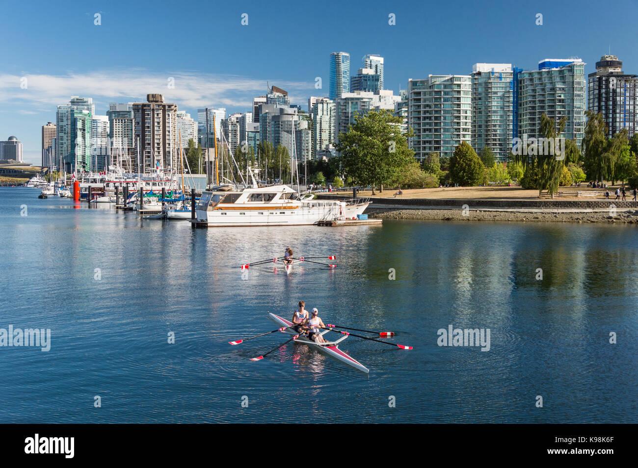 Vancouver, British Columbia, Canadá - 12 de septiembre de 2017: El Stanley Park y el horizonte de Vancouver. Imagen De Stock